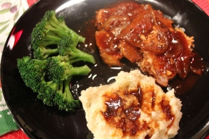 pork roast with mashed potatoes and broccoli
