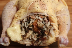 Stuff the hen with rice and mushrooms