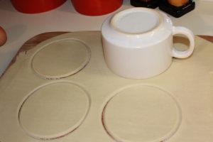 Make crust circles