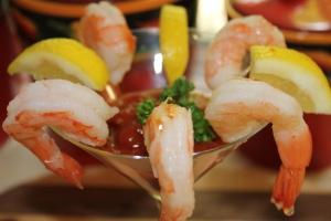Assemble shrimp cocktail