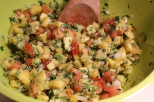 Mix together all pineapple tomato salsa ingredients