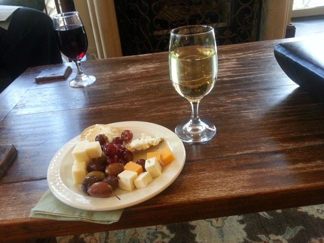 Daily wine and cheese reception at Harbourview Inn