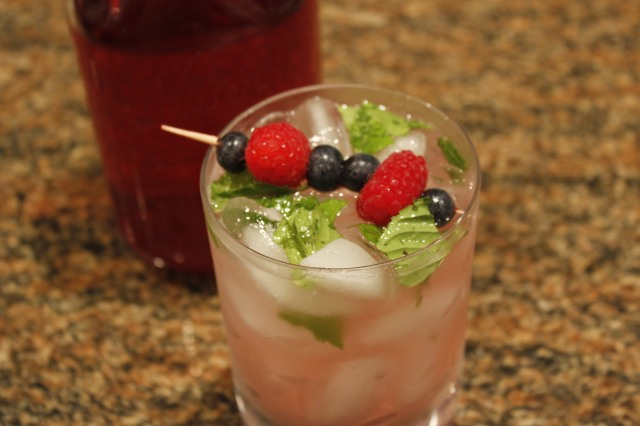 Kel's Berry Berry mojito