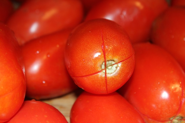 Score the top of the tomato