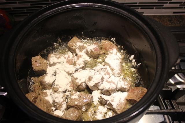 sprinkle-flour-on-top-of-beef