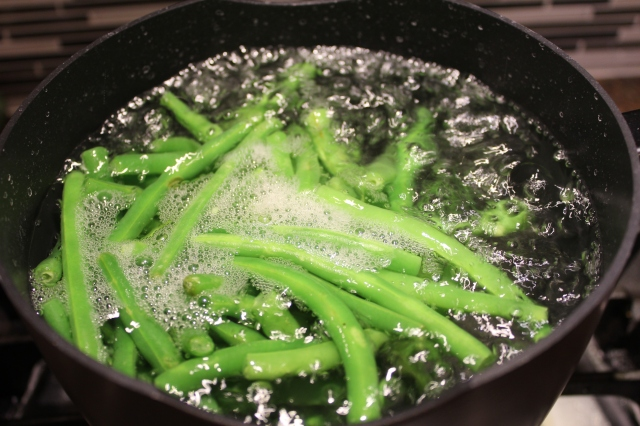 bring-green-beans-to-a-boil