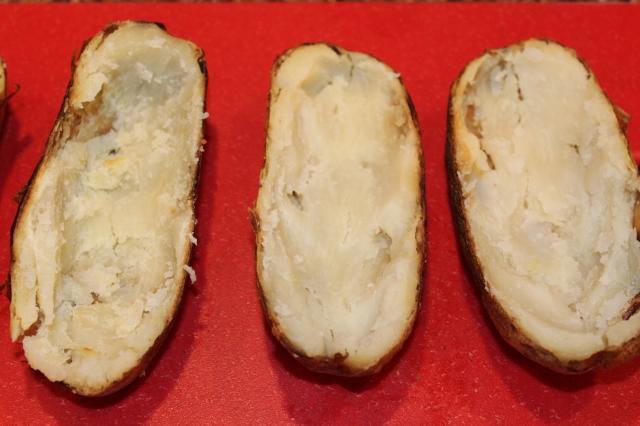 scoop-out-potato-flesh