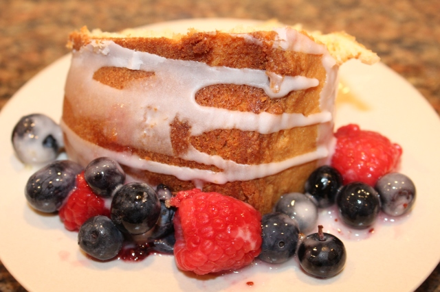 Let's eat Kel's Lemon Pound Cake with Berries